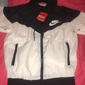 Nike Women's windbreaker NWT